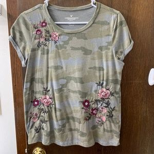 American Eagle camouflage T shirt with embroidery